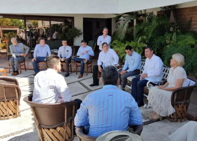 Se reúnen empresarios con el Alcalde de Ahome