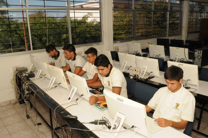 Diseñan estrategias para que estudiantes de bachillerato continúen con sus clases desde casa