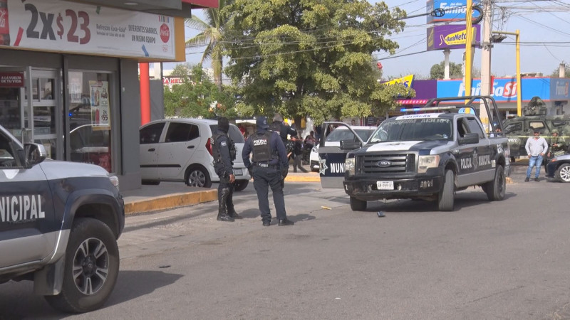 Disparan contra dos policías municipales durante asalto en Culiacán
