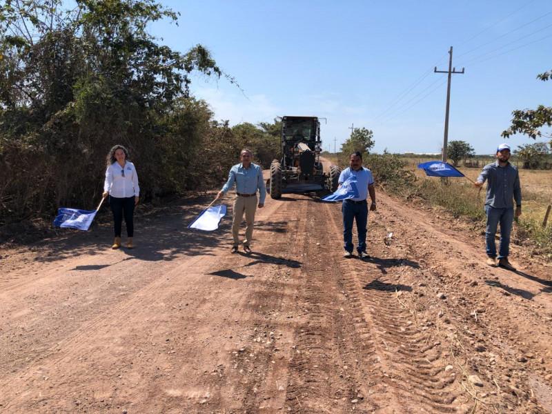 Alcalde entrega obra de agua potable y da banderazo para rehabilitación de caminos