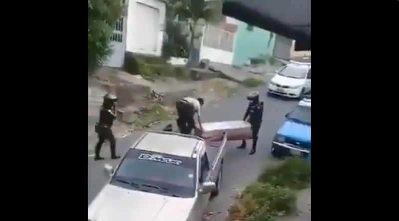 Videos: Ecuador abandona sus cadáveres en las calle y algunos son ...