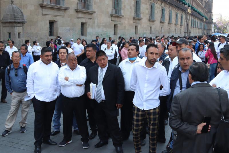 Meseros mexicanos despedidos por COVID-19