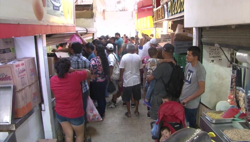 Sin tianguis la Colonia Juárez pero con mercado lleno