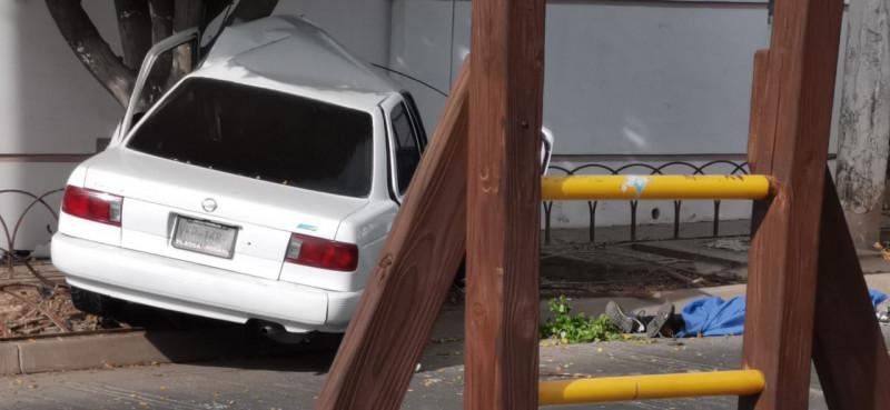 Muere joven en  accidente automovilístico, dos mujeres resultaron lesionadas