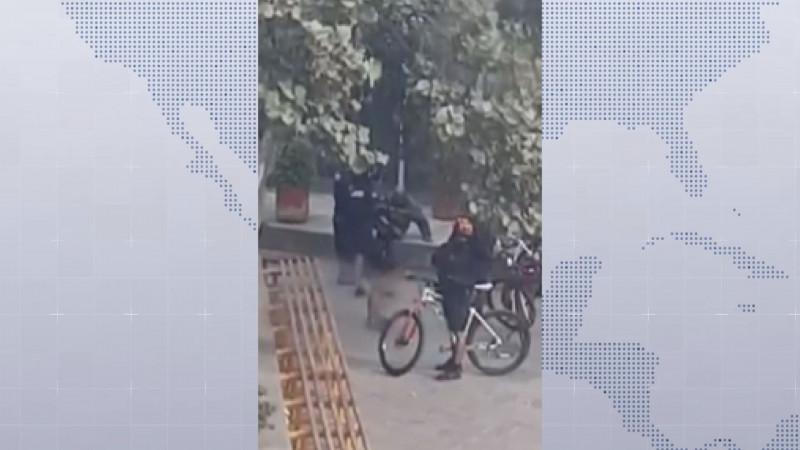 Serán sancionados los agentes de policía que golpearon a un indigente