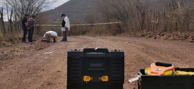 Abandonan cuerpo de joven asesinado a balazos