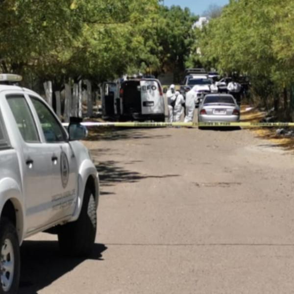 Identifican a hombres asesinados y abandonados en vehículo