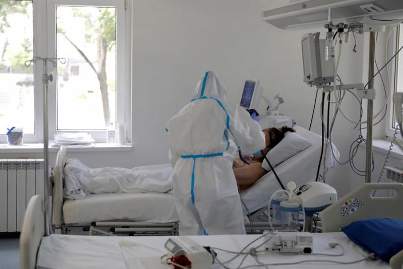 Mujer da positivo por segunda vez a Covid-19: recae después de que le desaparecieran los síntomas tras dos semanas de estar en aislamiento