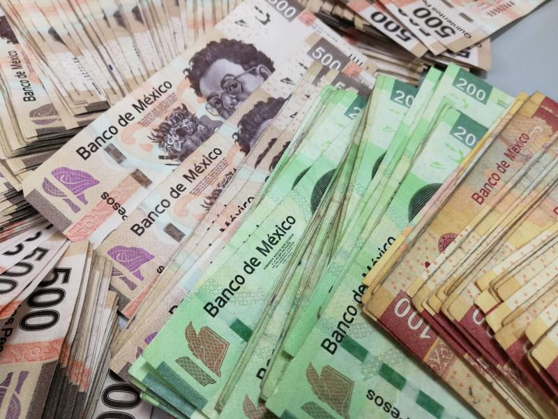 El peso por fin se recupera ante el dolar y baja de los 24