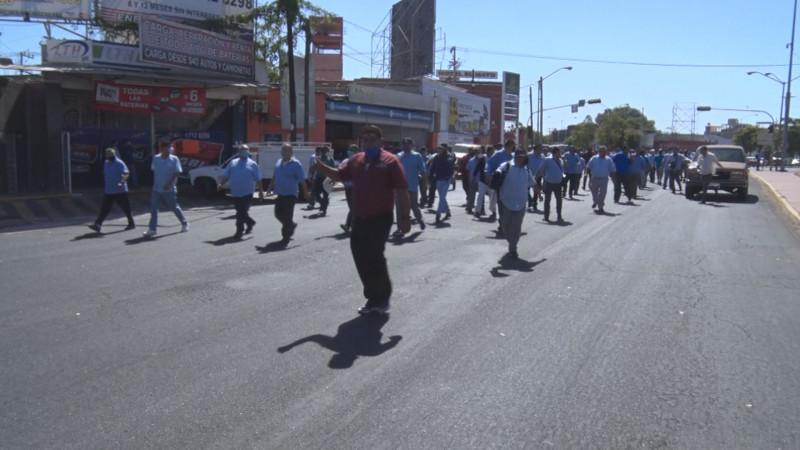 Choferes y taxistas piden entrar a programas del bienestar
