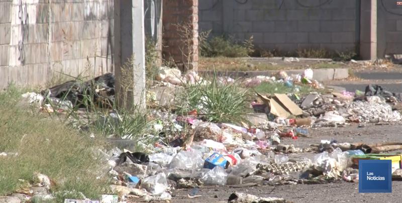 Otra vez denuncian tiradero de basura en la calle pedregal