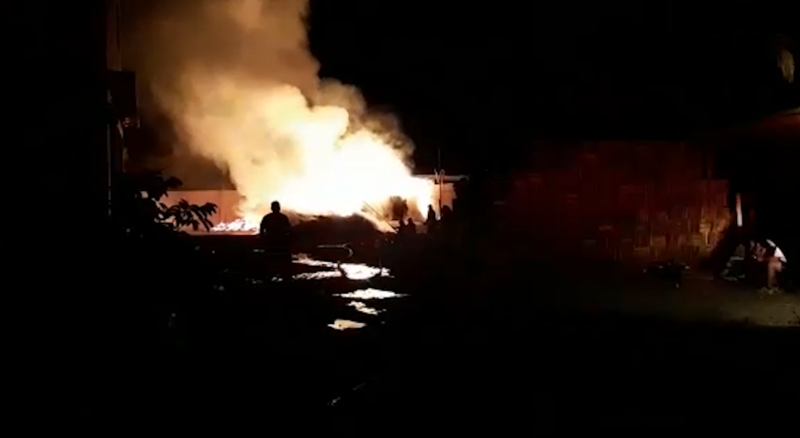 Se incendia fábrica de cajas de madera en Escuinapa