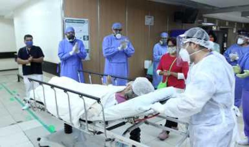 Mexicana de 65 años, vence el Covid-19 con protocolo experimental de transfusión de plasma donado de dos pacientes recuperados