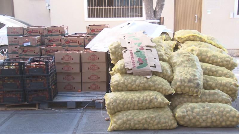 Con apoyo de empresarios ofrecen comidas calientes a personas sin empleo a causa de la cuarentena