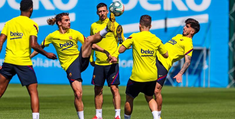 Barcelona realiza entrenamientos grupales