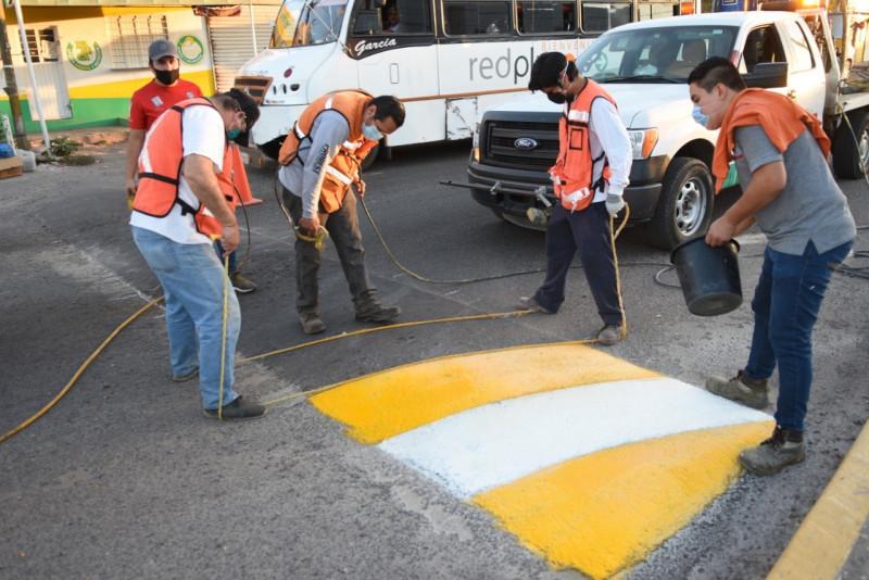 En marcha un programa de rehabilitación integral para el pintado y visibilidad de reductores de velocidad