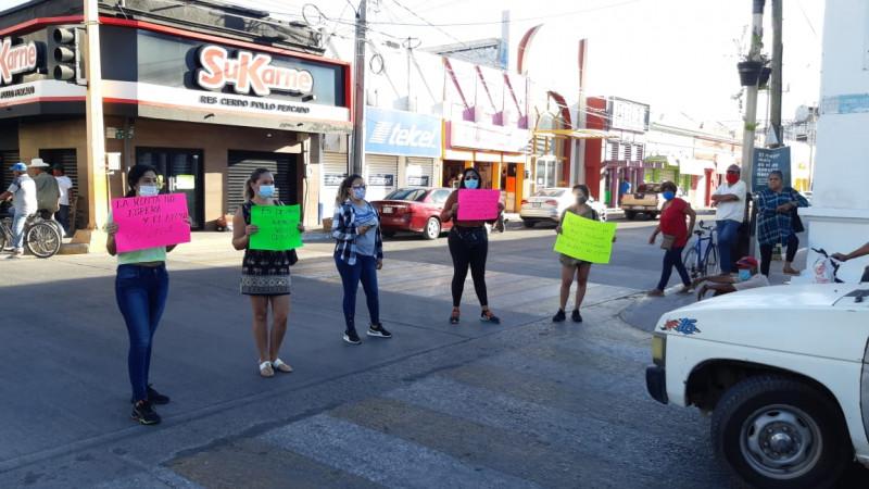 """Se manifiestan comerciantes """"no esenciales"""" de Escuinapa"""
