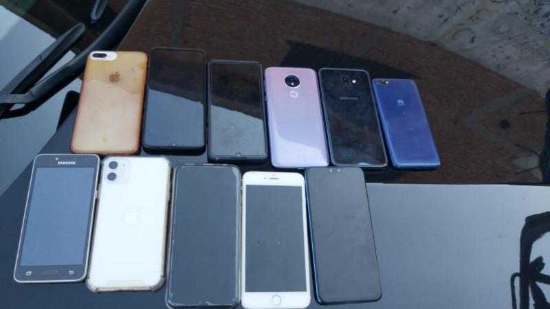 En posesión de 11 celulares, detienen a 4 personas