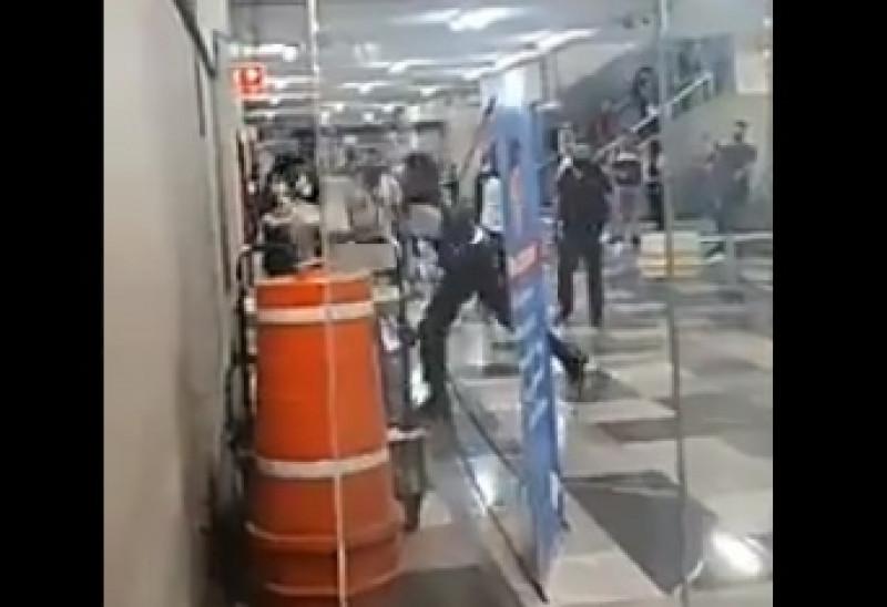 Guardia de  seguridad y usuario se pelean en estación de tren eléctrico de Guadalajara