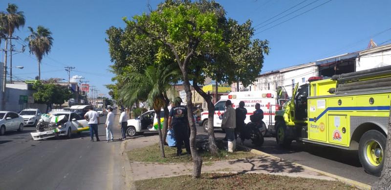Aparatoso choque deja 2 personas lesionadas