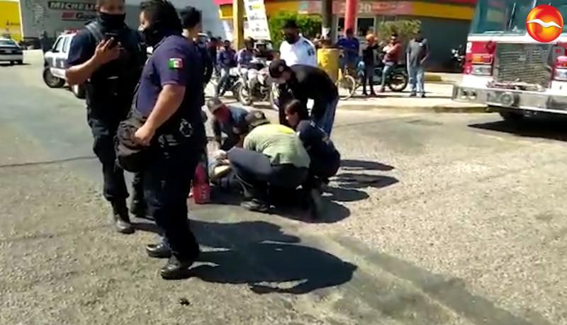 Choque entre automóvil y motocicleta deja como saldo una persona herida