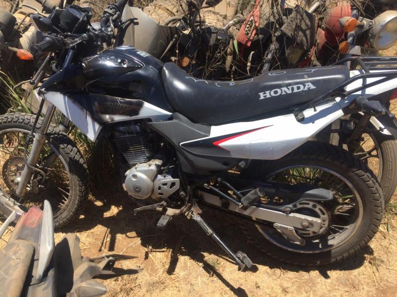 Detienen a joven con motocicleta robada