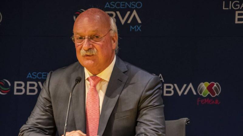 Enrique Bonilla da la cara a los rumores de Monarcas