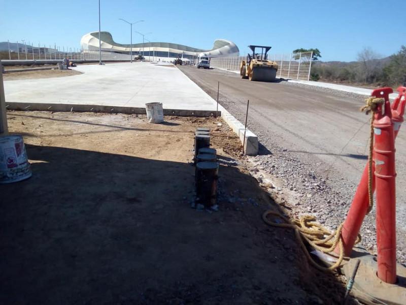 Realizan trabajos de pavimentación afuera del Estadio de Mazatlán