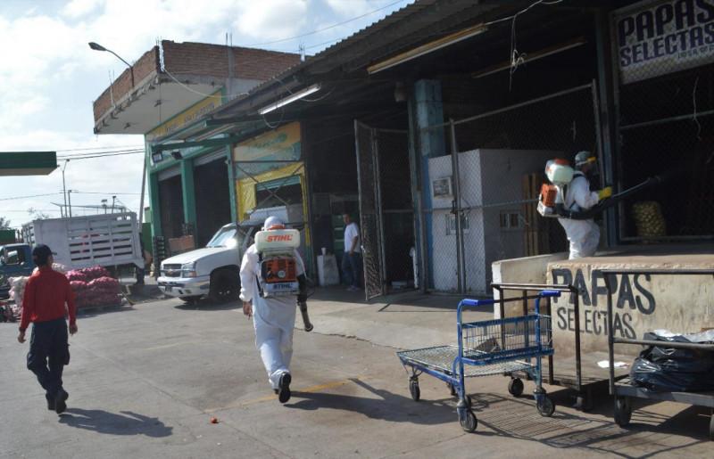 Brigada Sanitaria Municipal llega al mercado de abastos
