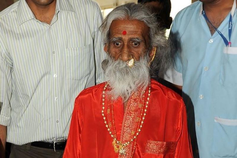 Muere yogui indio que afirmaba que no había comido ni bebido nada en 80 años