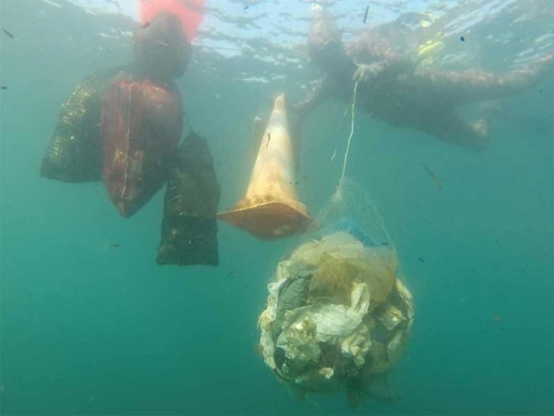 Material quirúrgico en las aguas del Mar Mediterráneo, preocupa a ambientalistas