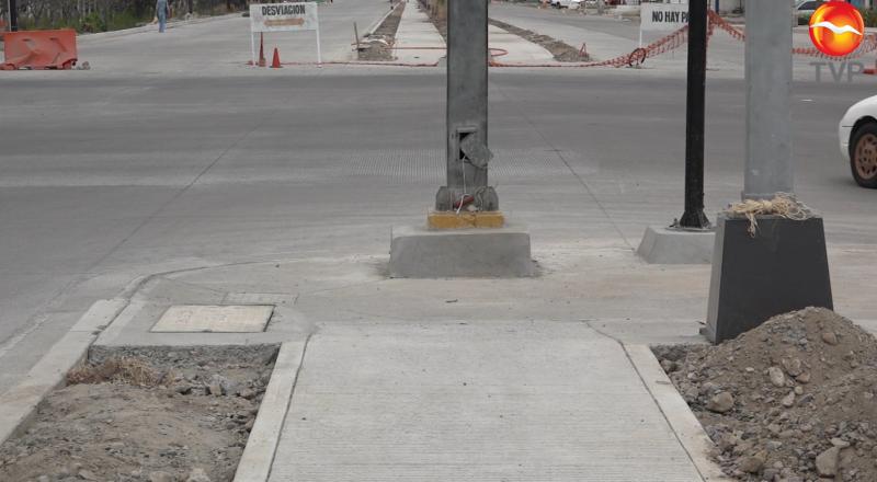 Casi lista la ciclovía... ¿con un poste en medio?