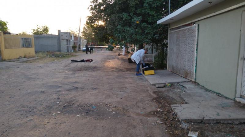 En medio de la calle encuentran a persona asesinada