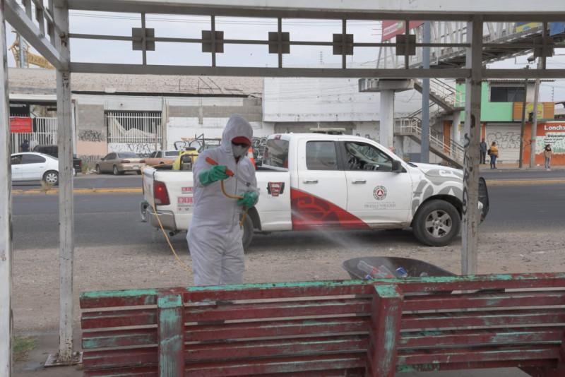 Siguen sanitizando espacios públicos en Culiacán