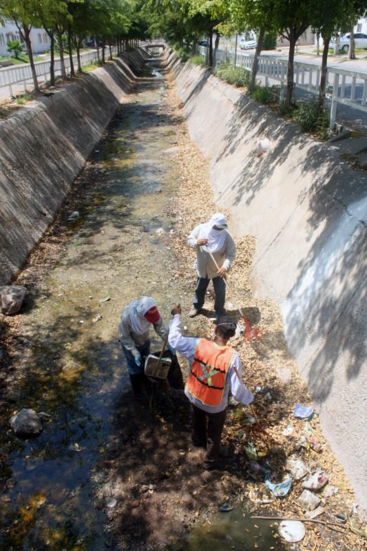 Se refuerzan trabajos de limpieza en arroyos y canales de Culiacán