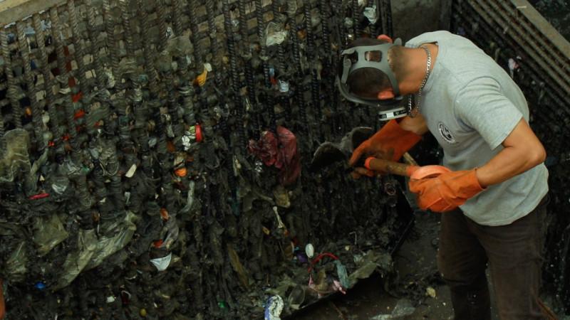 Guantes y cubre bocas colapsan drenaje