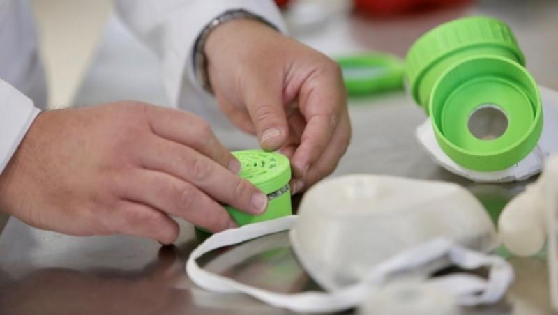 Mexicanos crean cubrebocas con extracto de jamaica y zeolita que tiene protección de más del 95%