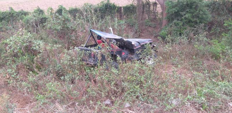 Volcadura en camino rural deja 1 persona lesionada