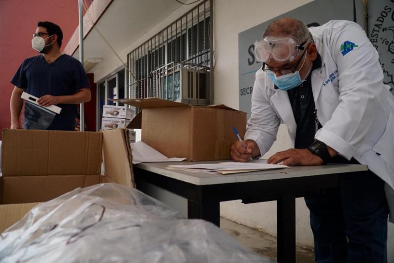 Al 76% la entrega de material de protección para personal médico donado por el Congreso