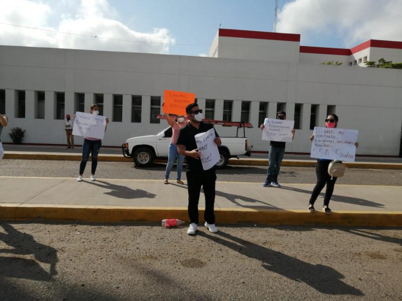 Se manifiestan trabajadores del hospital general