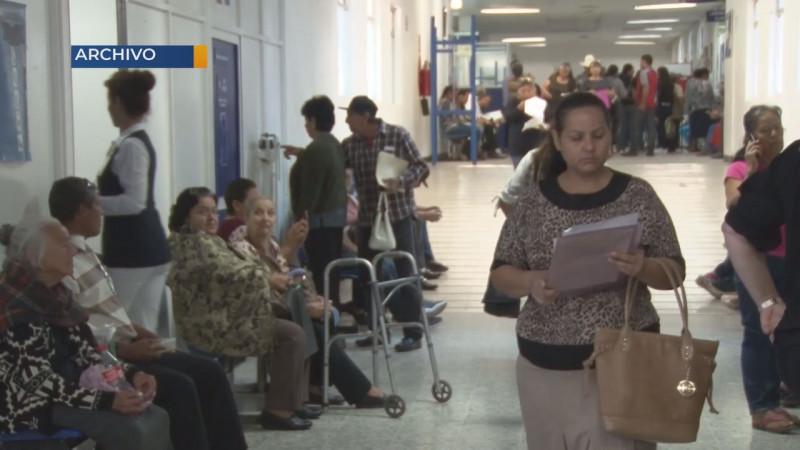 Pacientes crónicos son atendidos por línea telefónica para prevenir complicaciones
