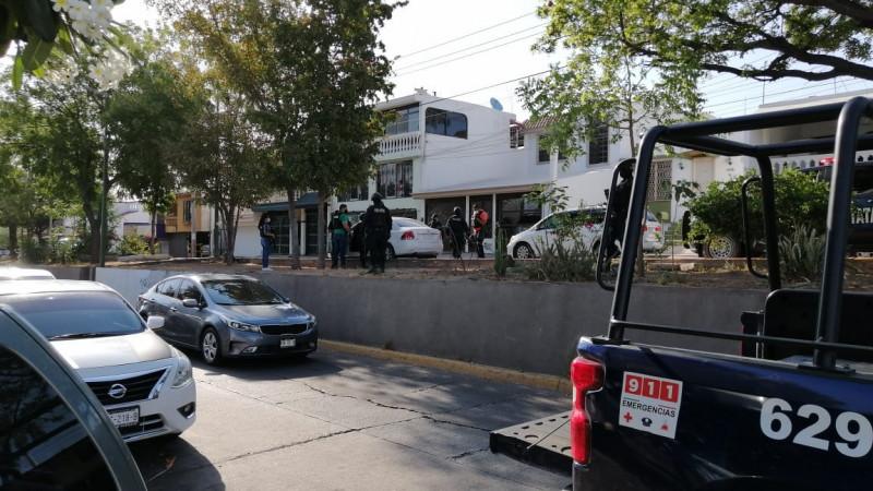 Roban auto y se hacen perseguir por la policía