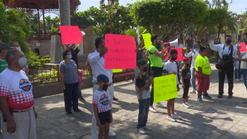 Protestan Deportistas y Promotores afuera de Palacio Municipal