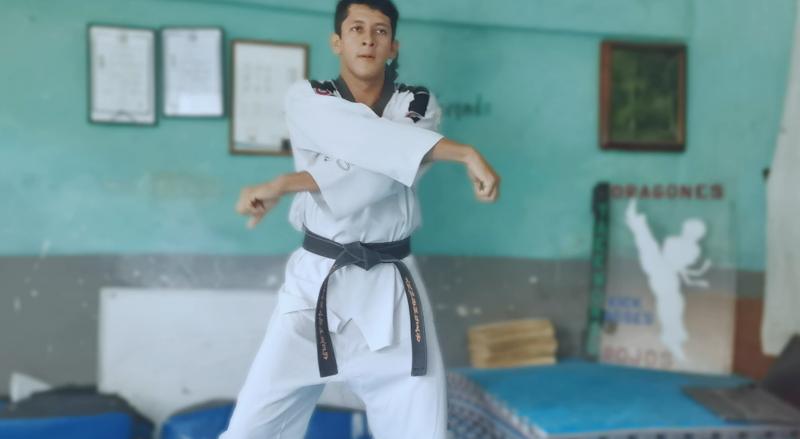 Alberto Santillán apoya a mazatlecos con clases gratis de Taekwondo virtuales