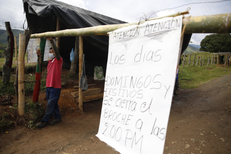 Las medidas de indígenas colombianos contra la pandemia atraen amenazas de narcos