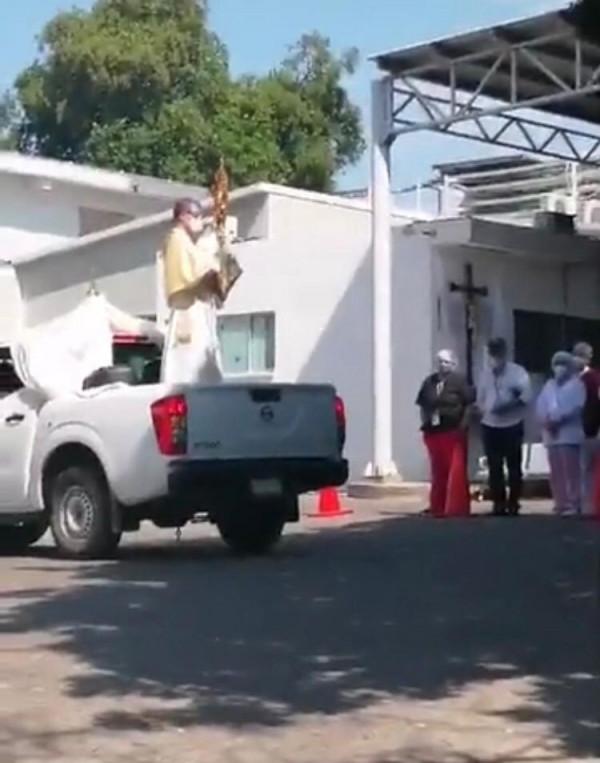 Llevan el Santísimo al área de urgencias del ISSSTE en Culiacán