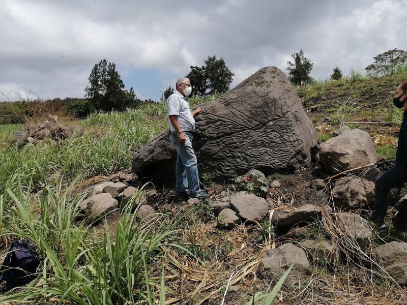 México registra petroglifo usado como 'piedra-mapa' hace unos 2.000 años