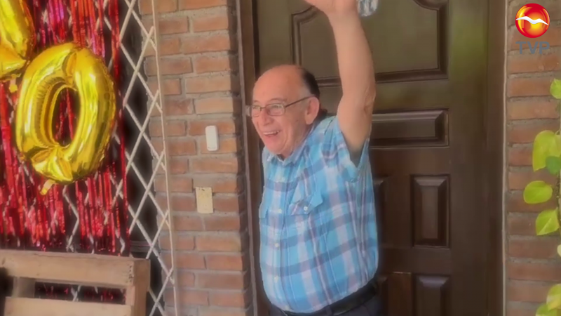 """Abuelito pasa de """"cerillo"""" a youtuber"""