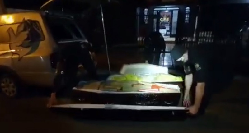 Video: Descubren 300 kg de marihuana en ataúdes que decían que traían muertos por Covid-19
