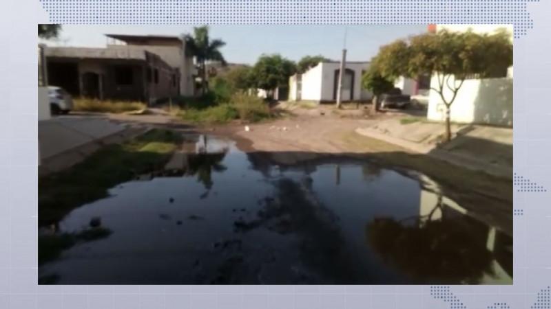 Vecinos del Fracc. San Benito denuncian calle en pésimas condiciones
